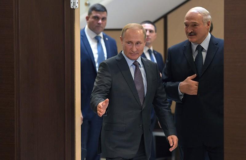 Владимир Путин и Александр Лукашенко во время встречи