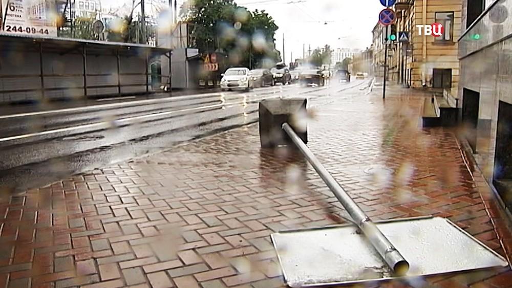 Последствия штормового ветра в Санкт-Петербурге