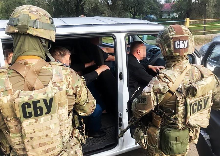 Бойцы СБУ проводят задержание