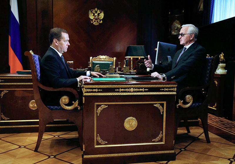 Председатель правительства РФ Дмитрий Медведев и президент Российского союза промышленников и предпринимателей (РСПП) Александр Шохин
