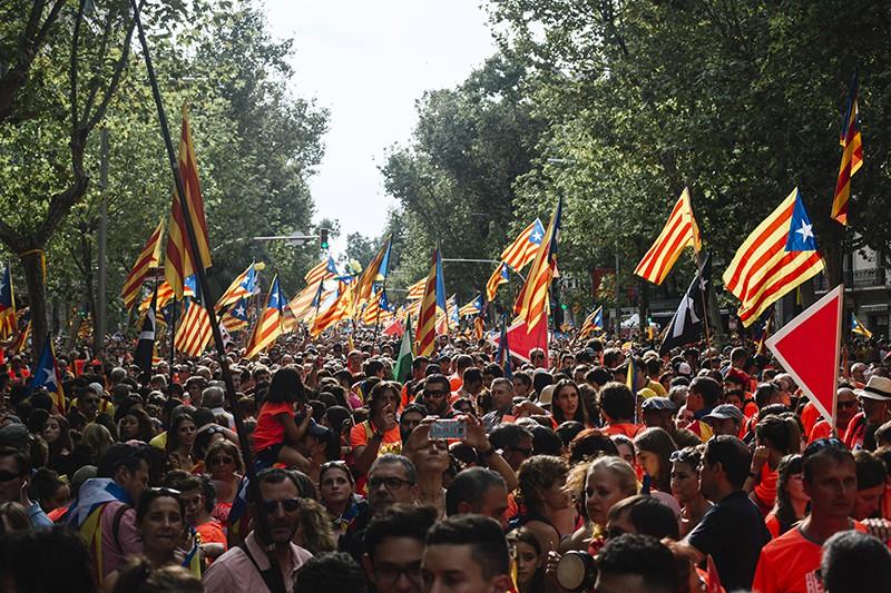 Участники акции сторонников независимости Каталонии