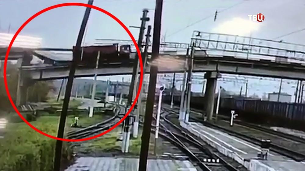 Момент обрушения моста в Амурской области