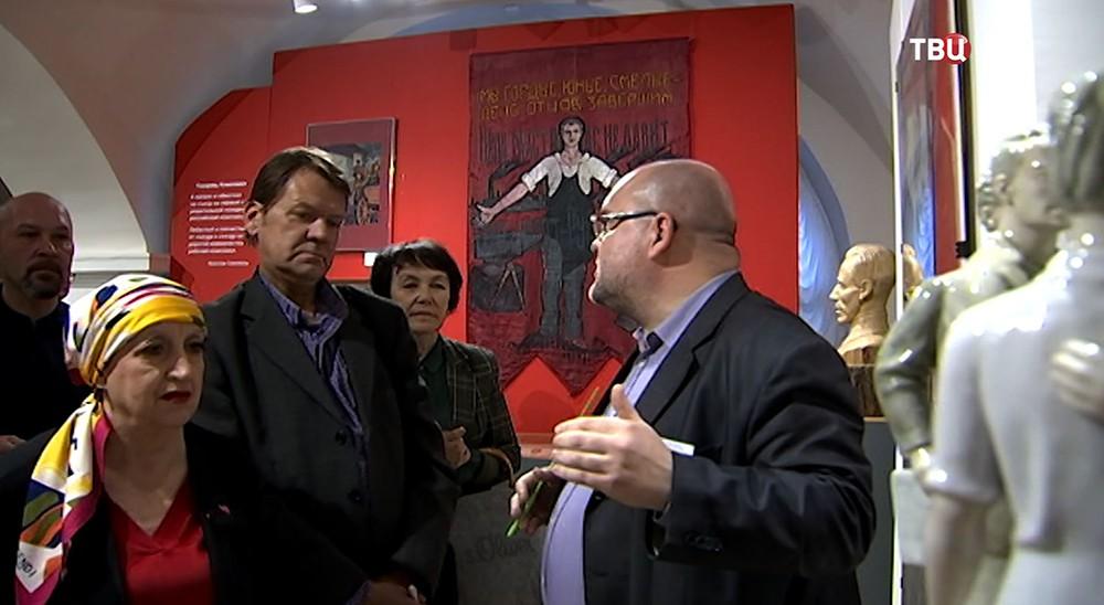 Выставка в честь 100-летия комсомола
