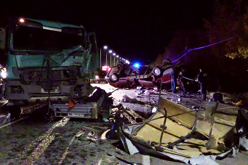 Последствия ДТП с участием грузовика в Чувашии