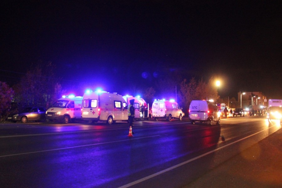 Машины скорой помощи на месте ДТП