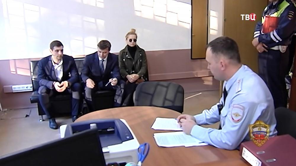 Певица Оксана Яковлева в отделении ГИБДД