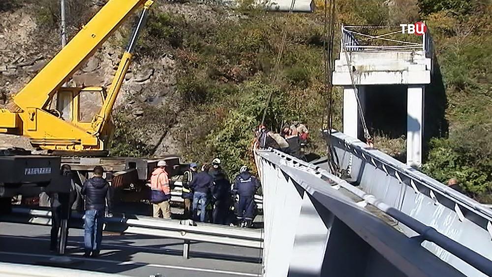 Упавший пешеходный мост