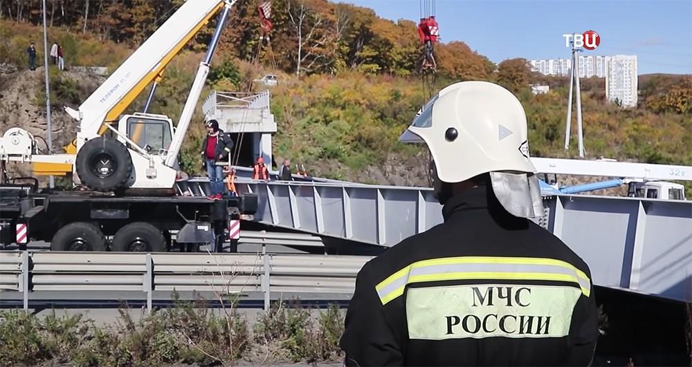 Последствия обрушения пешеходного моста