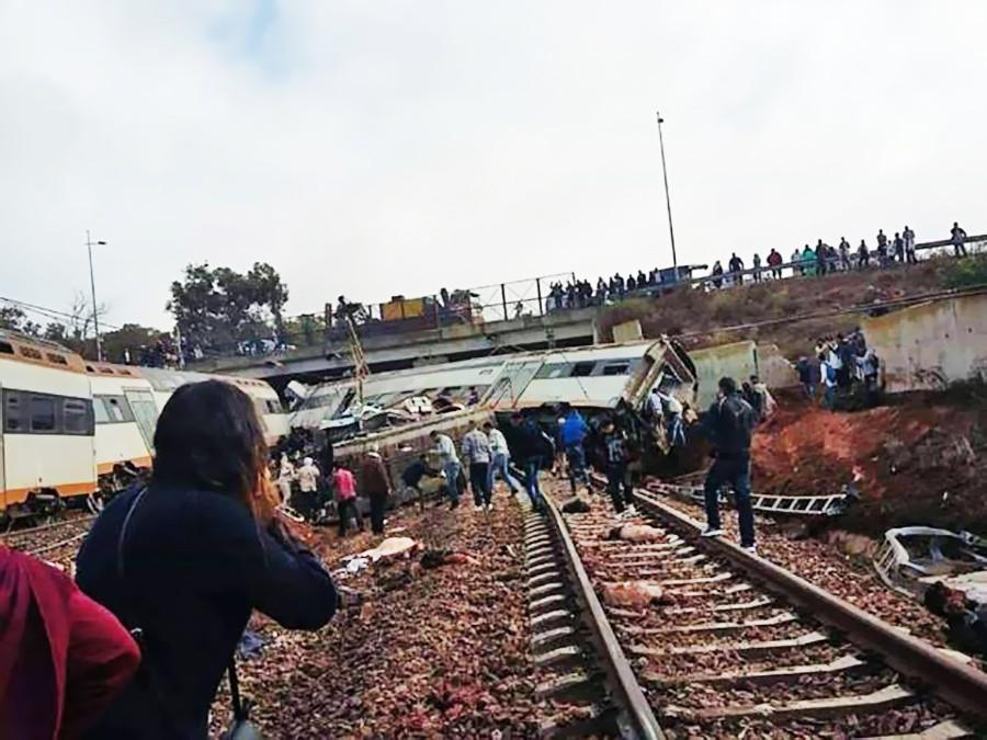 Последствия схода пассажирского поезда в Марокко