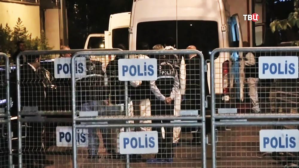 Полиция Турции на территории консульства Саудовской Аравии в Стамбуле