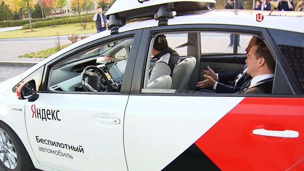 Дмитрий Медведев в беспилотном автомобиле