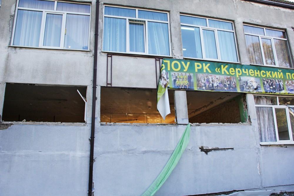 Место взрыва в колледже в Керчи