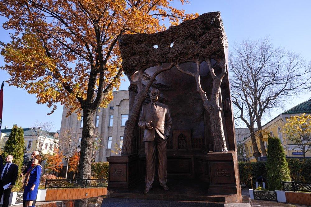 Церемония открытия памятника первому президенту Узбекистана Исламу Каримову