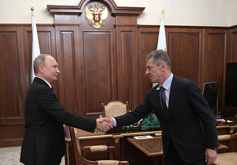 Владимир Путин и заместитель председателя правительства России Дмитрий Козак