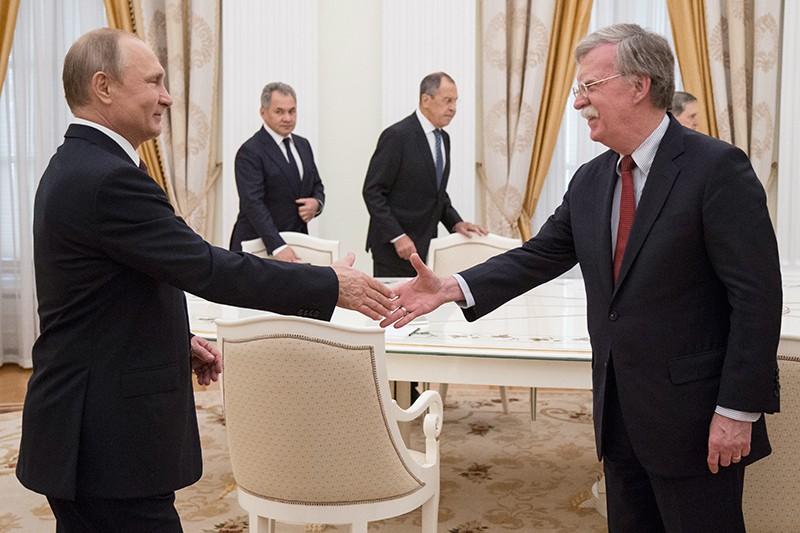 Владимир Путин и советник президента США по вопросам национальной безопасности Джон Болтон