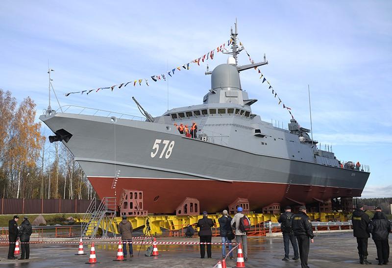 """Малый ракетный корабль """"Буря"""" проекта 22800 перед началом спуска"""