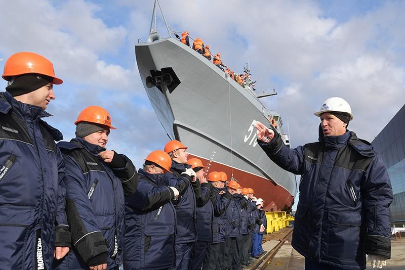 """Спуск на воду малого ракетного корабля """"Буря"""" в Санкт-Петербурге"""