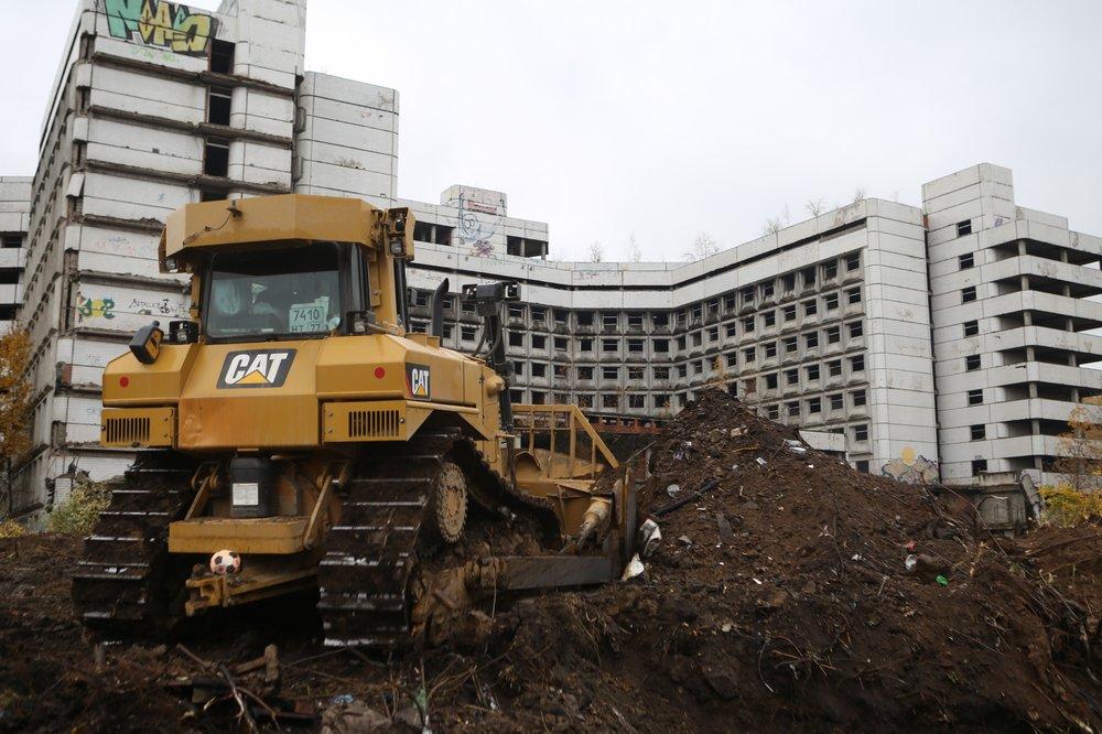 Начало работ по демонтажу зданий на территории Ховринской больницы