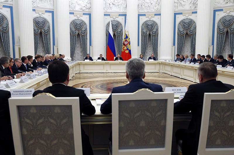 Владимир Путин проводит заседание Совета при президенте России по стратегическому развитию и национальным вопросам