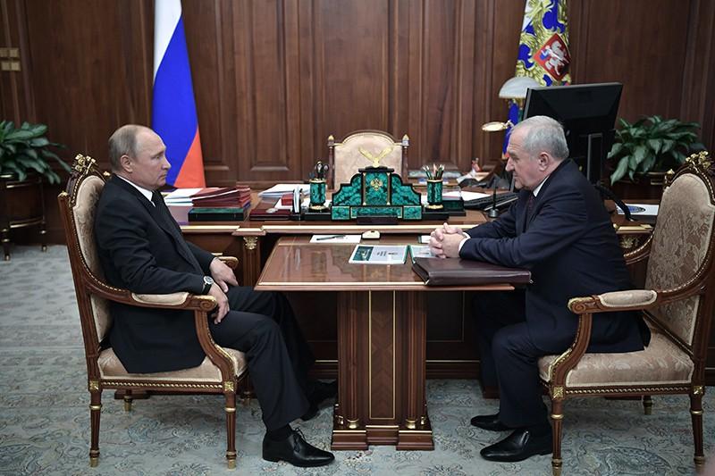 Владимир Путин и руководитель ФТС России Владимир Булавин