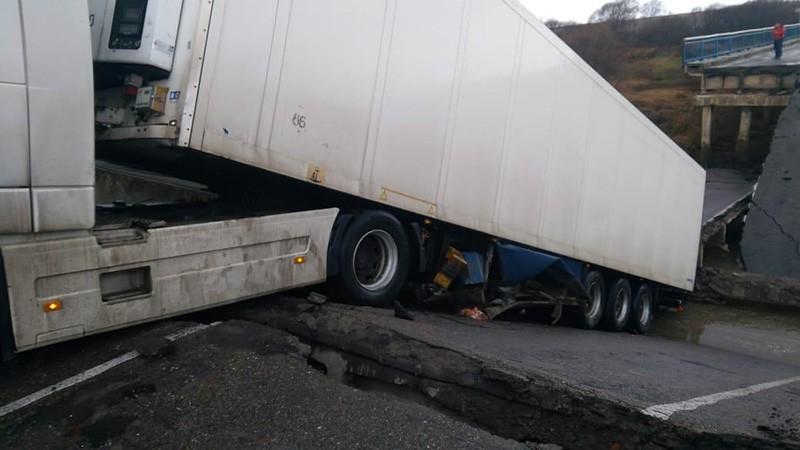 Обрушение автомобильного моста в Приморье