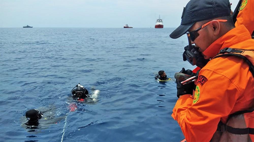Спасатели Индонезии на месте крушения Boeing 737 MAX 9