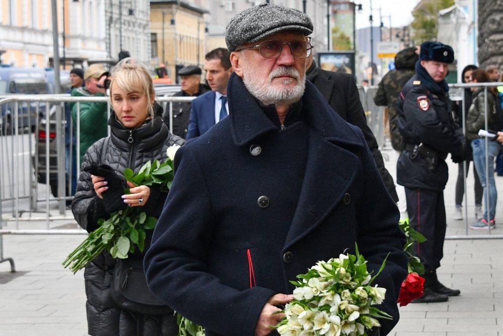Виктор Мережко на церемонии прощания с Николаем Караченцовым