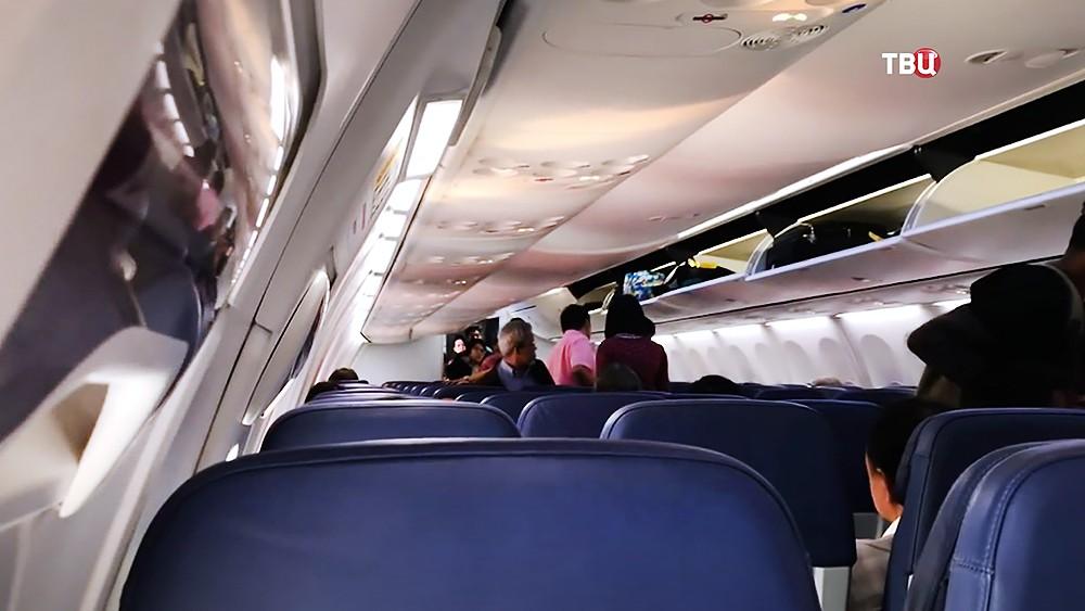 Пассажиры самолета