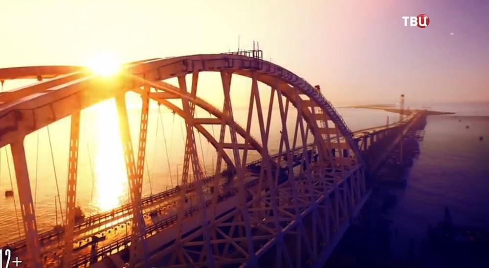 """Кадр из фильма """"Крымский мост. Сделано с любовью!"""""""