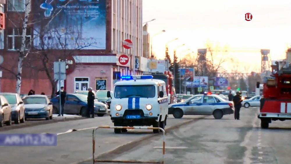 Следственные действия у здания управления ФСБ по Архангельской области