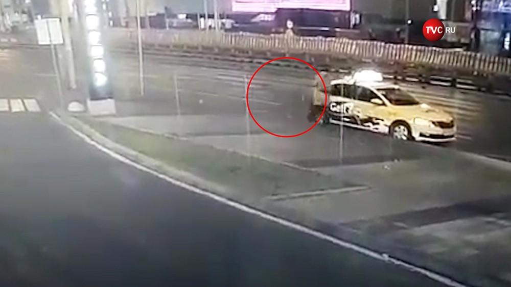 Женщину в Москве убило отлетевшим от грузовика колесом