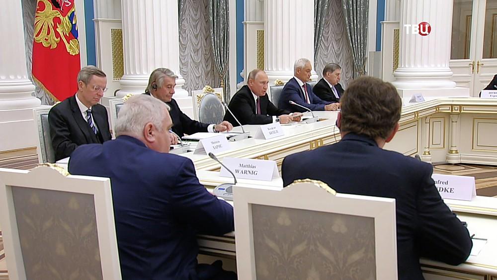 Владимир Путин на встрече с представителями германских деловых кругов