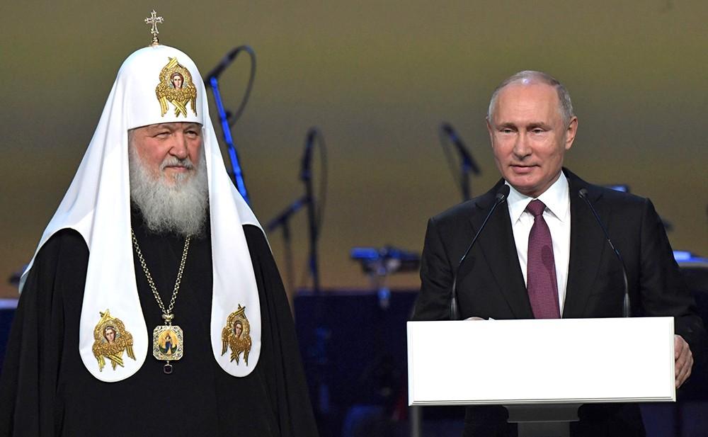 Владимир Путин и Патриарх Московский и всея Руси Кирилл на Всемирном русском народном соборе
