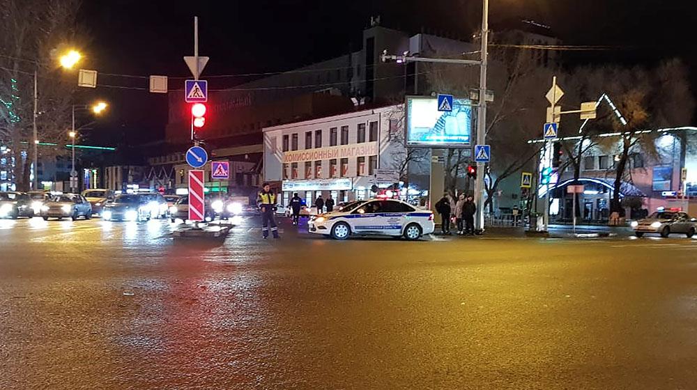 Автомобиль сбил пешеходов в Тюмени