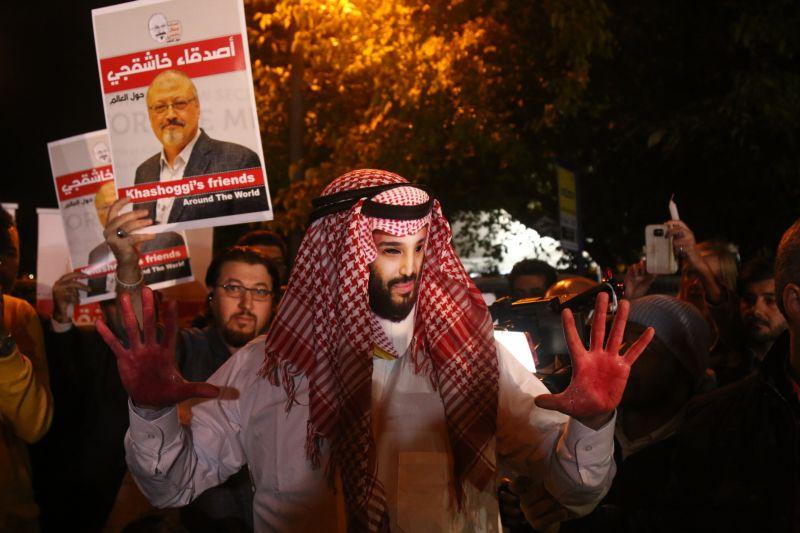 Человек в маске наследного принца Саудовской Аравии