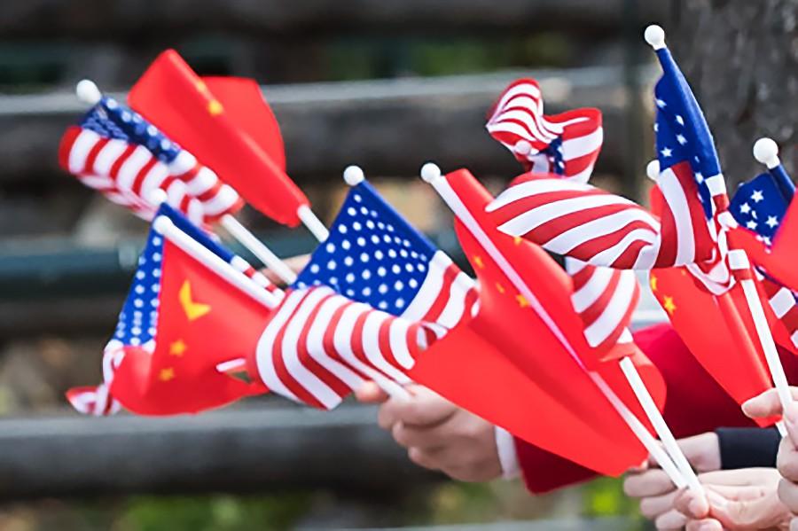 Флаги США и КНР