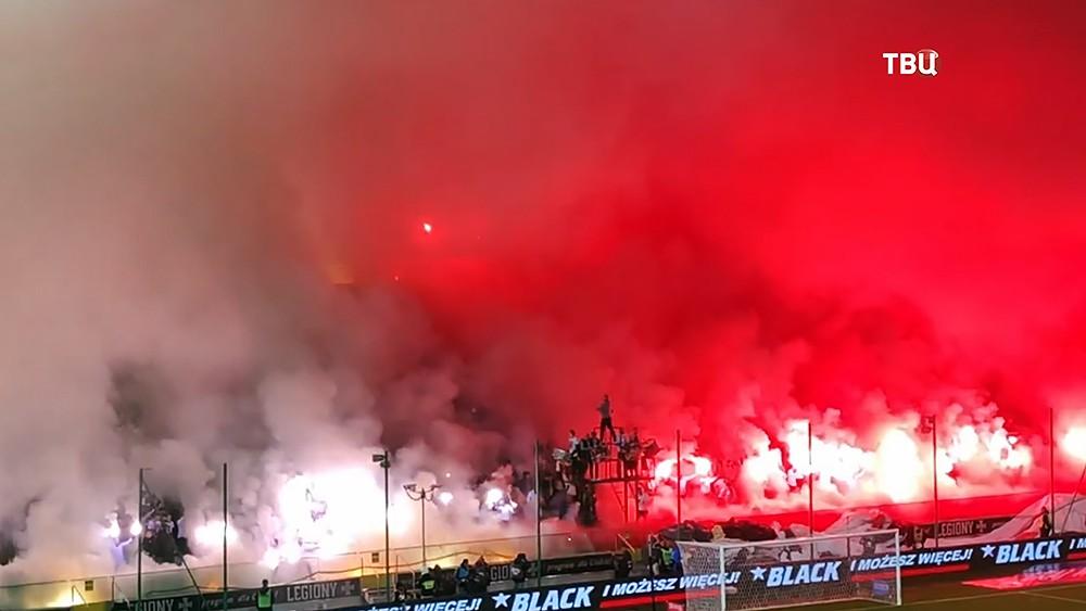 Польские фанаты устроили дымовую завесу во время матча