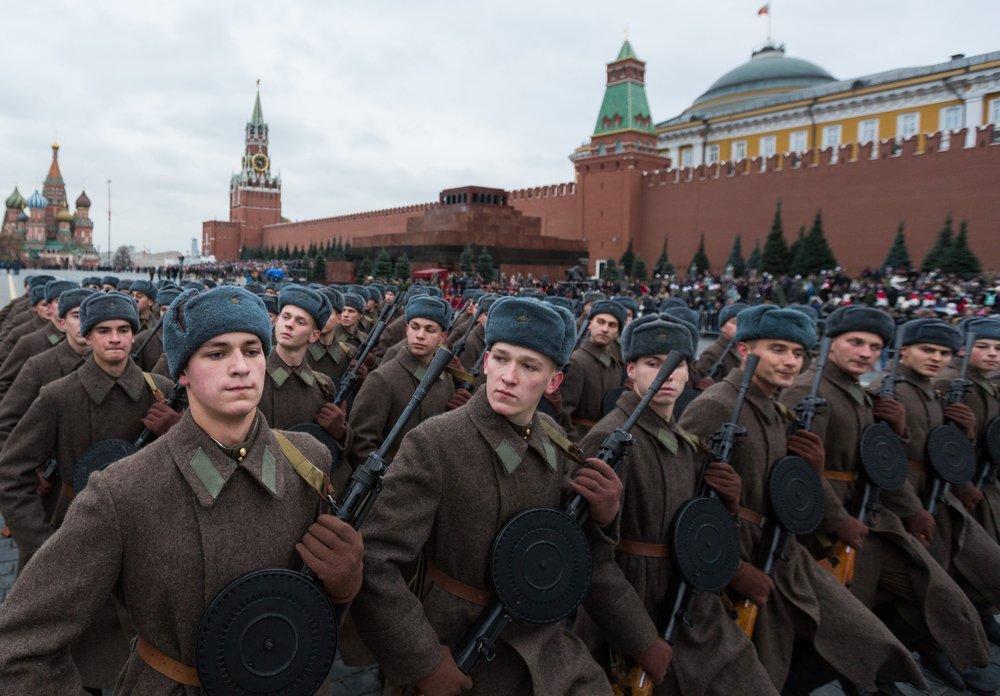 Участники генеральной репетиции марша, посвященного 77-летию военного парада 1941 года
