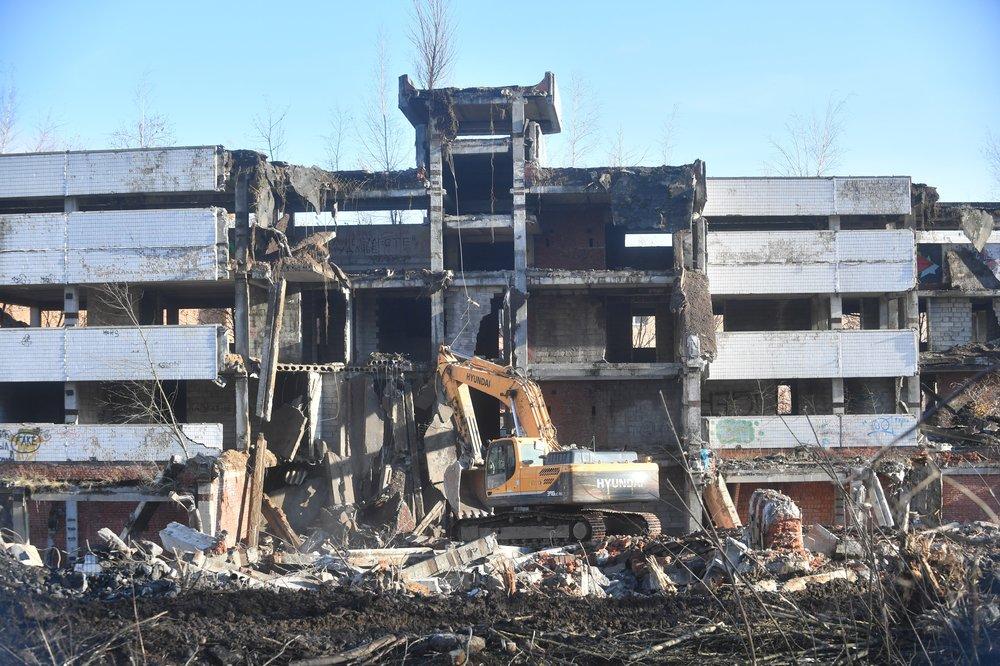 Работы по демонтажу здания на территории Ховринской больницы