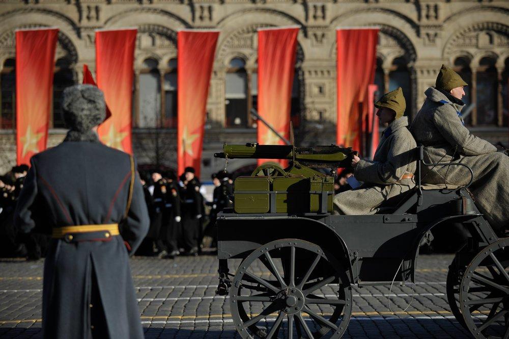 Торжественный марш в честь 77-й годовщины военного парада 7 ноября 1941 г. на Красной площади