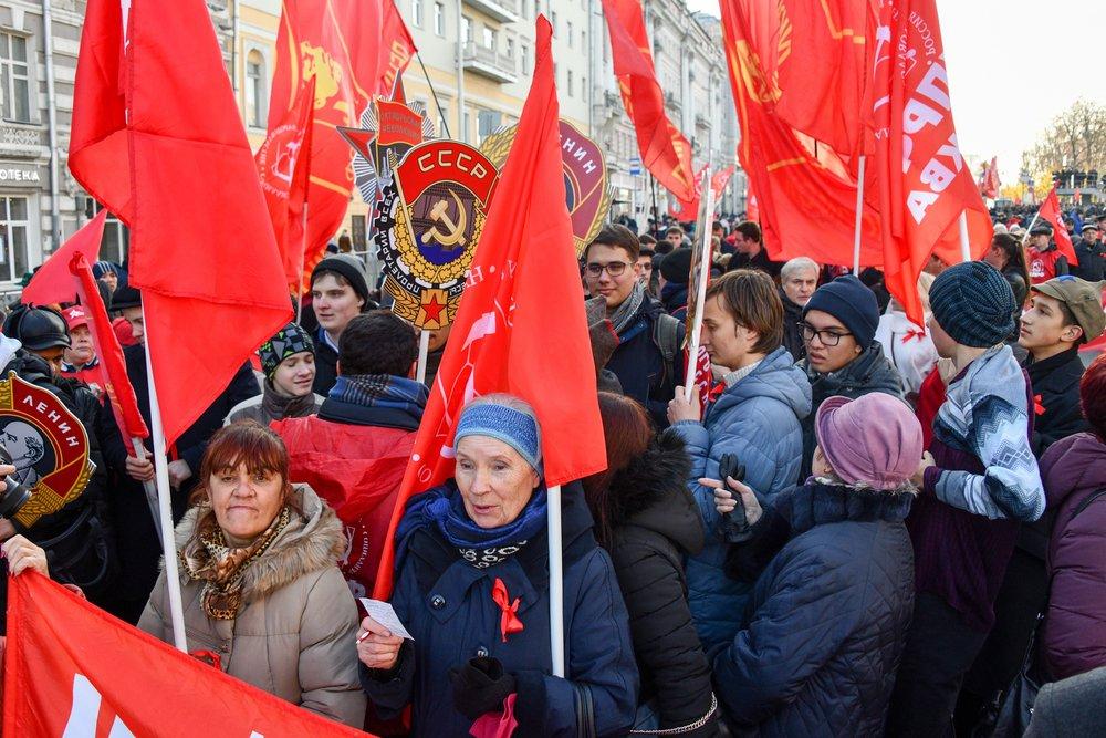 Шествие КПРФ в честь 101-й годовщины Октябрьской революции