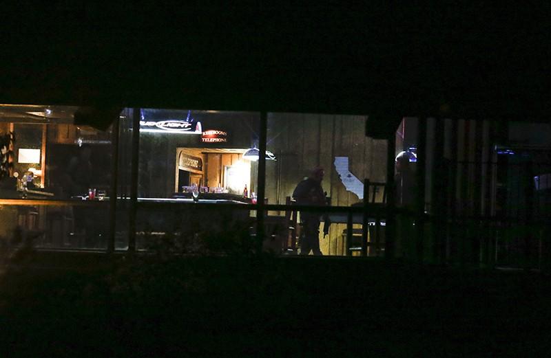 На месте стрельбы в баре в США