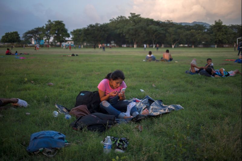 Мигранты на границе между Мексикой и США