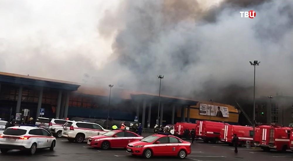 """Возгорание гипермаркета """"Лента"""" в Петербурге"""