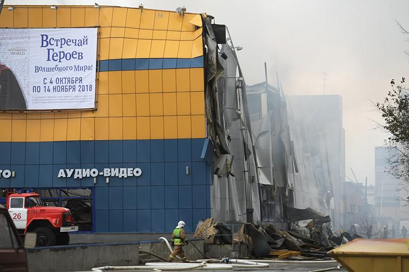 """Пожар в ТЦ """"Лента"""" в Санкт-Петербурге"""