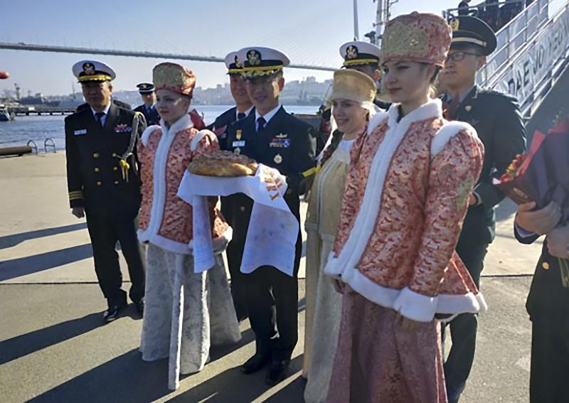 Торжественная церемония встречи отряда кораблей Республики Корея