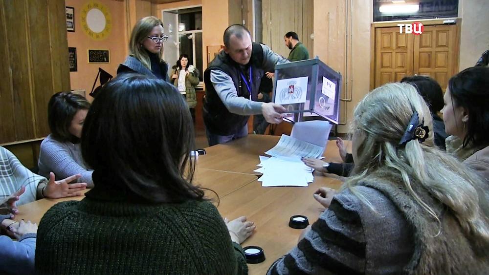 Подсчет голосов на выборах в Донбассе