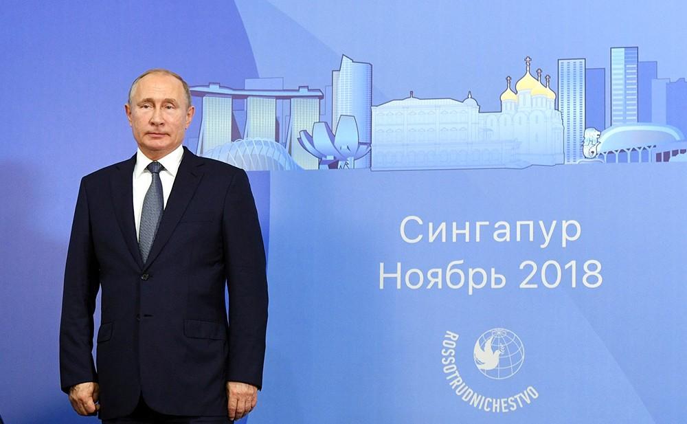 Владимир Путин на церемонии закладки первого камня в основание Российского культурного центра в Сингапуре