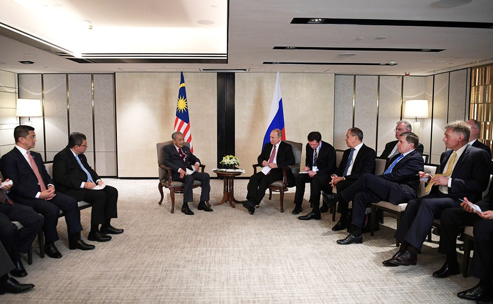 Владимир Путин и премьер-министр Малайзии Махатхир Мохамад