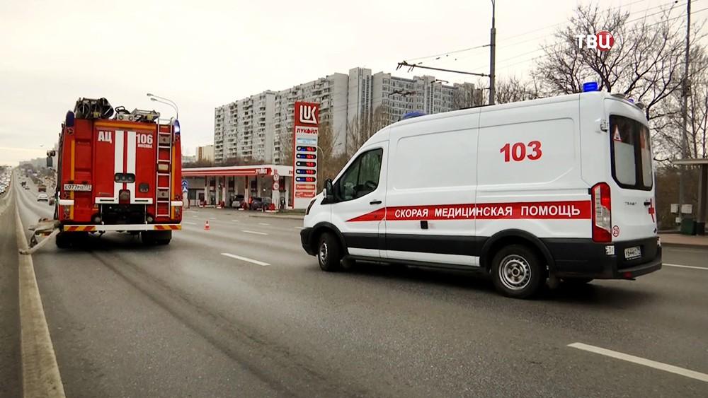 Пожарные и скорая помощь на месте ДТП